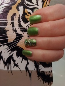 February 2016 - OPI colour My Gecko does tricks